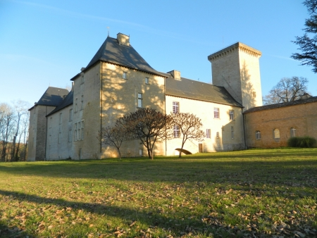 Imposing 14th / 17th century chateau