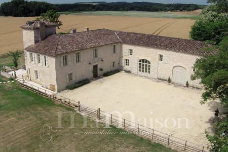 Stunning Country Home, Sought After Position