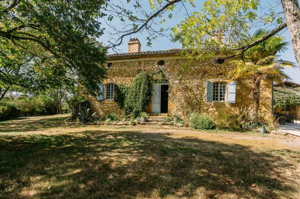 Spacious Renovated Farmhouse With Pool And Tennis Court